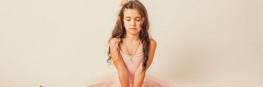девочка-балерина,- студийный фотограф