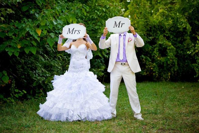 жениха и невесту загородим личики и подпишем!