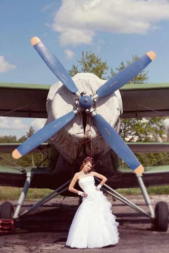 моргающая невеста с пропеллером от кукурузника!