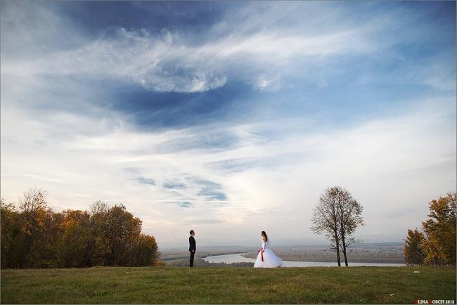 на свадьбе обязательно нужно постоять в поле