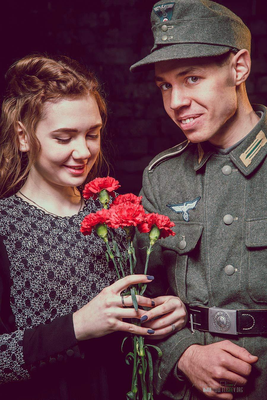 немецкий солдат вместе с девушкой
