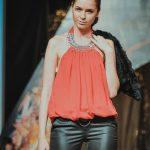 девушки-модели позируют для профессиональной фотографии