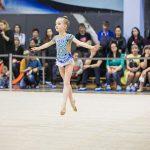 юная гимнастка - фотограф для индивидуального выступления