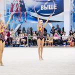 юные гимнастки выступают с предметами- фотограф для соревнований