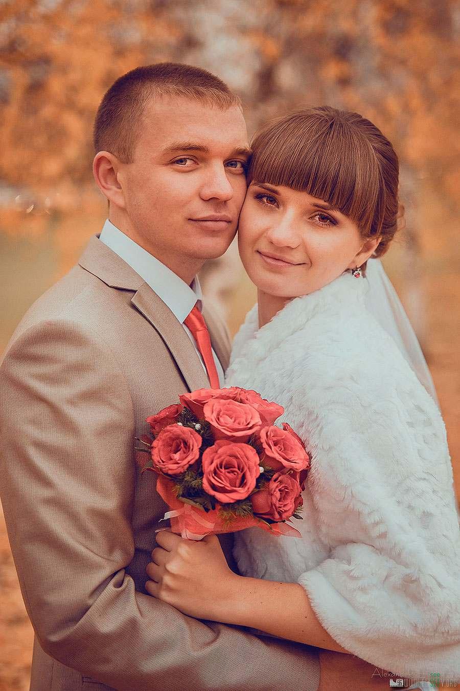 Свадебный фотограф осень. Пара в парке