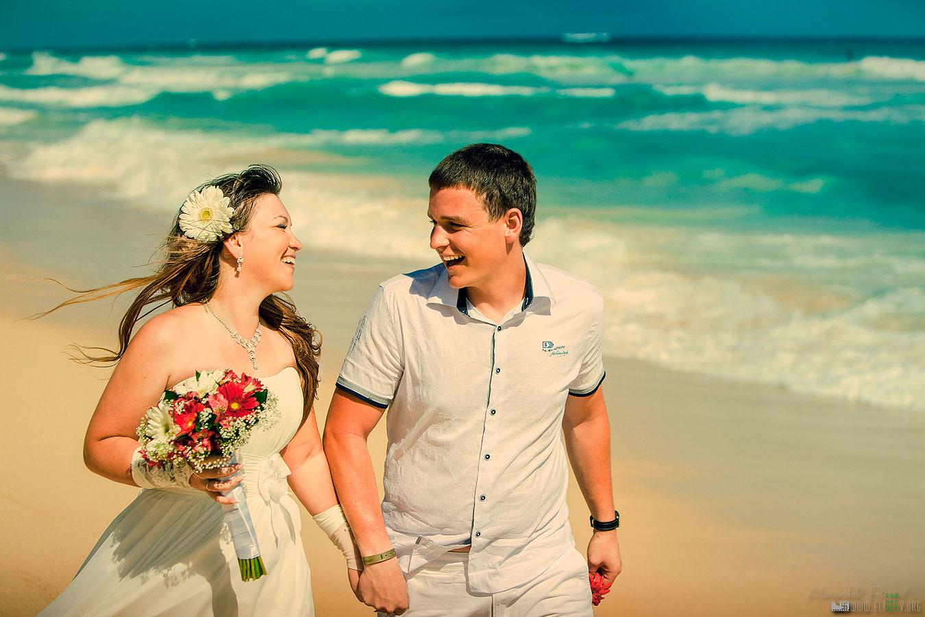 Эмоциональная фотография свадебной пары