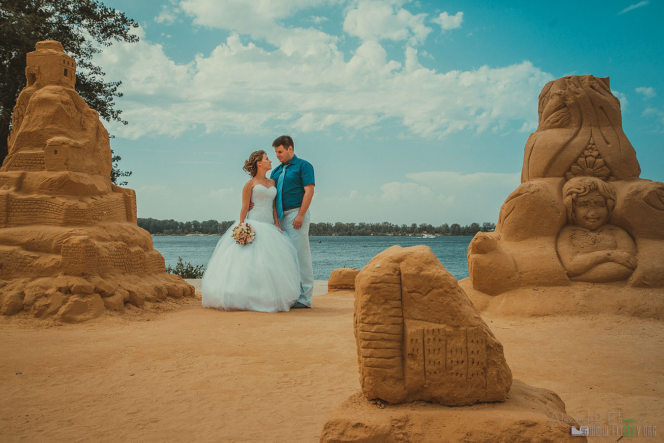 Красивое свадебное фото на Волге в Самаре